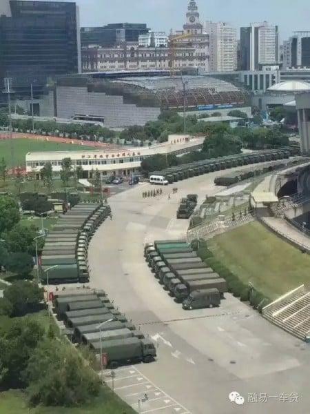 杭州街頭出現數以百計裝甲車和各式軍車。(網絡圖片)