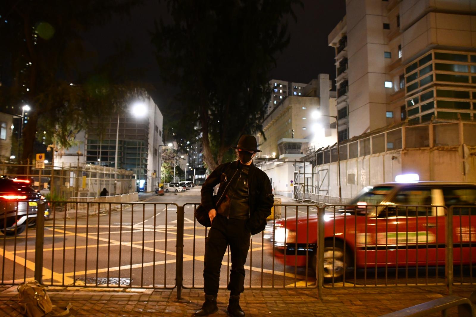 1月11日,人稱「理大廚房佬 」的施景騫從荔枝角收押釋放。(攝影:Big Mack)