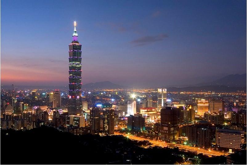 香港自爆發「反送中」運動及「港版國安法」實施以來,引發了新一波的移民潮,截至去年10月已有7,474名港人申請到台居留,創下歷史新高。(大紀元資料圖片)