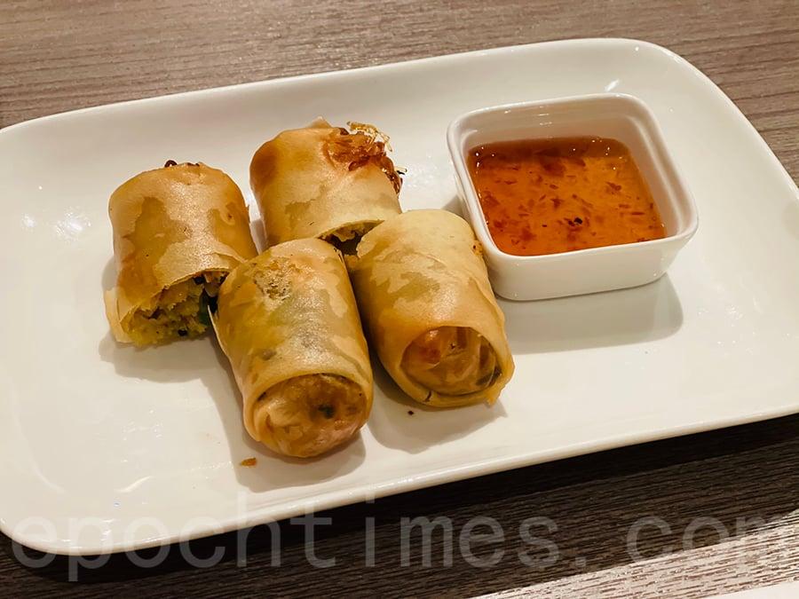 脆炸素菜春卷伴泰式梅子醬。(Siu Shan提供)