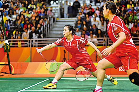 8月12日,中國羽球選手駱贏和駱羽在奧運會比賽中。(Getty Images)