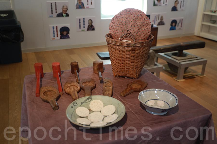 粉嶺龍躍頭村展出米食文化,如手粉、茶粿、灰水糉的製作工具。(陳仲明/大紀元)