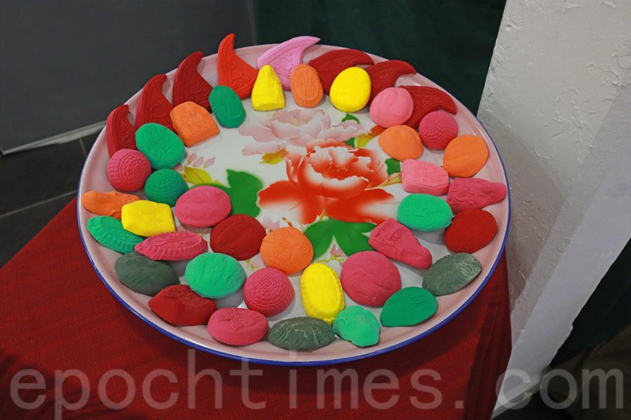 傳統印模的潮州紅桃粿。(陳仲明/大紀元)