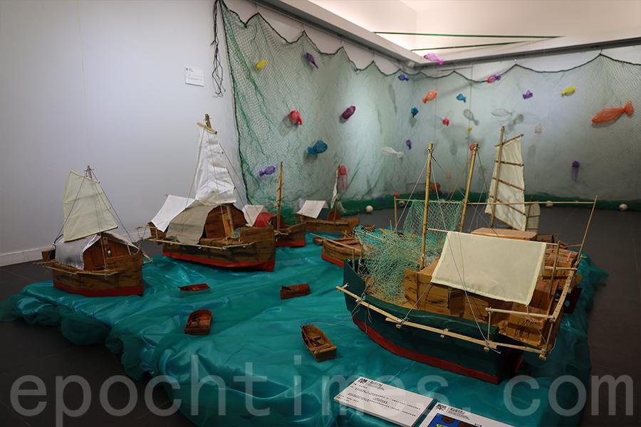 西貢對面海的八十歲漁民,將當年的婚嫁情況,透過手工製作的婚嫁漁船陣展示出來。(陳仲明/大紀元)