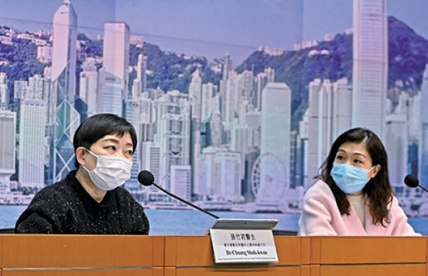 衛生防護中心傳染病處主任張竹君(左)表示,當局近日收緊劏房住戶密切接觸者的門檻。(宋碧龍/大紀元)
