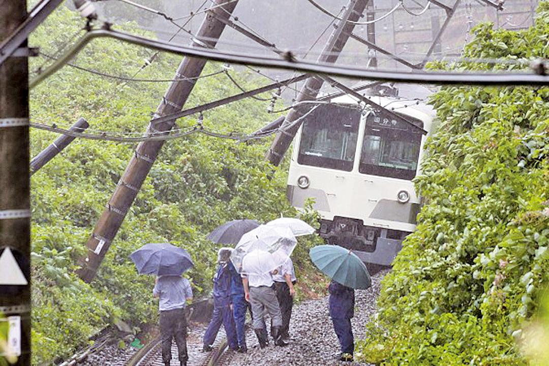9號颱風8月22日襲擊日本關東地區,狂風暴雨肆虐,多地發佈泥石流、洪水警報。(Getty Images)