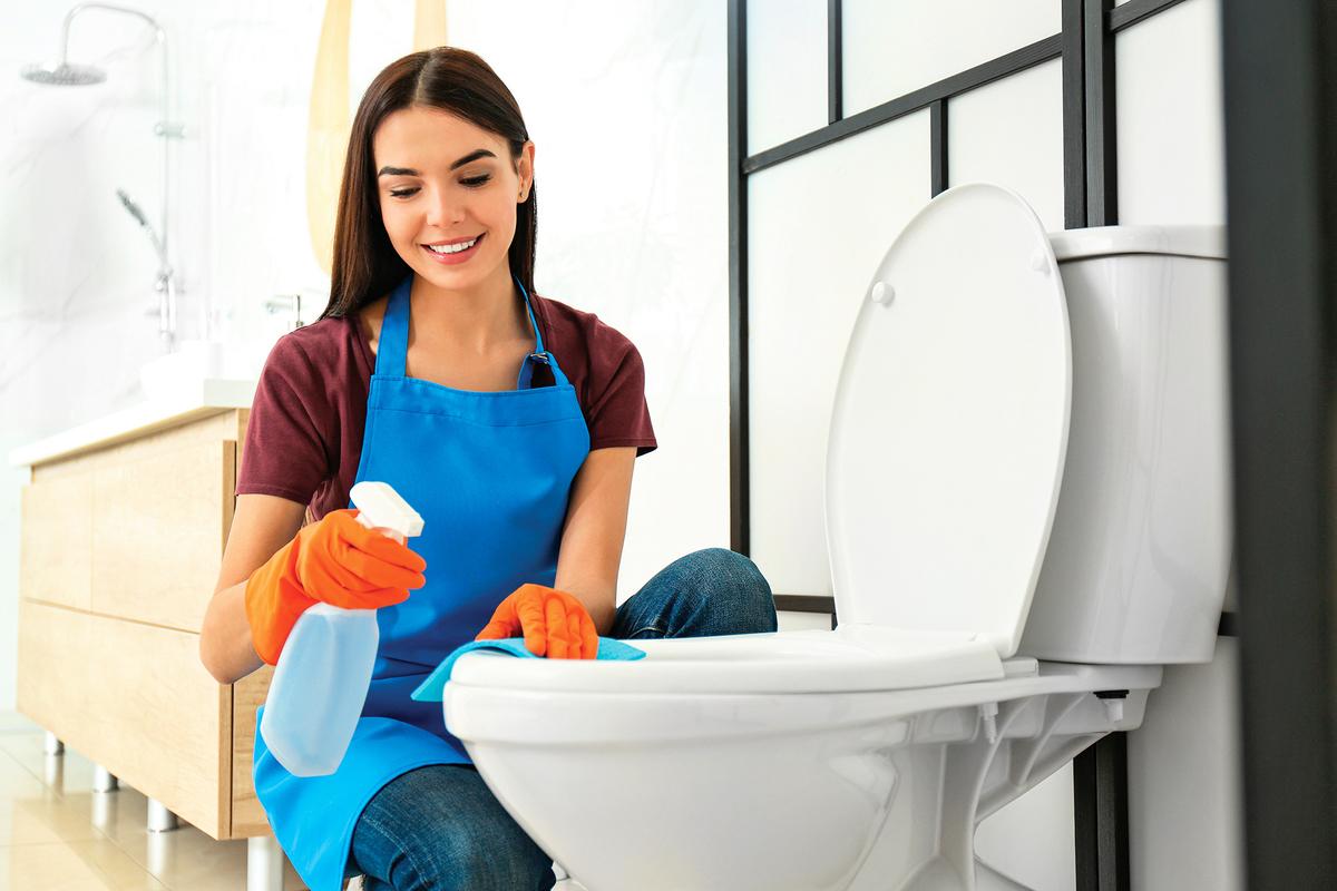 馬桶需經常清洗,才不容易散發異味。(Shutterstock)