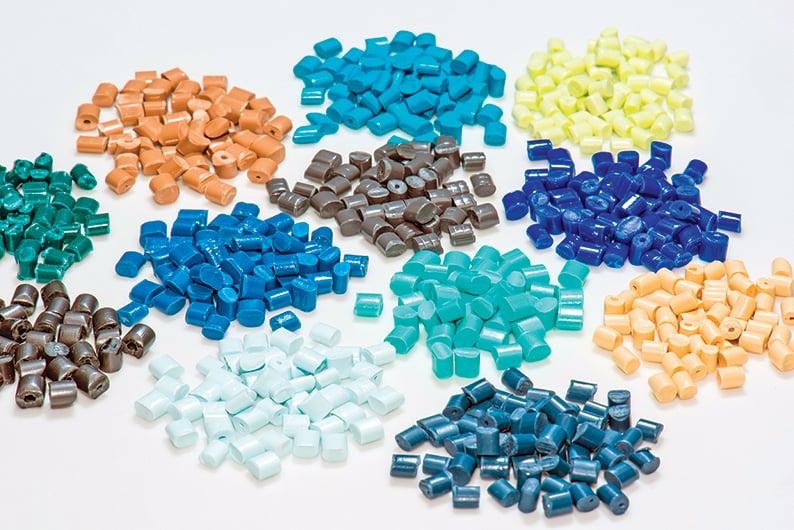 色母粒是一種熱塑樹脂材料著色劑。