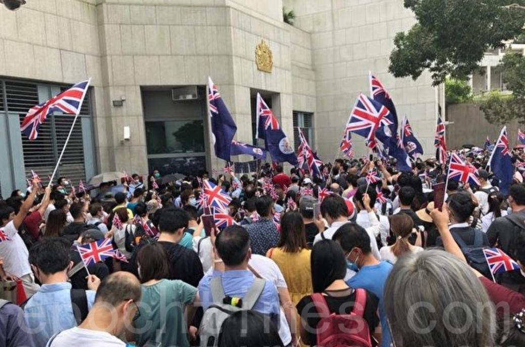 2019年9月1日,大批香港市民在英領館外舉行「BNO平權集會」。(大紀元資料圖片)