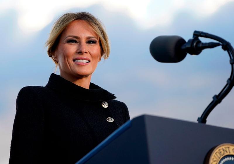 第一夫人梅拉尼婭在告別儀式上發表講話。(ALEX EDELMAN / AFP)