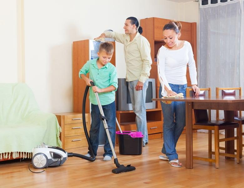 從小做家務的人較有同理心,出社會為人處事會替別人著想,因此就變成了一個很體貼的人,在工作上就比較順心。(fotolia)