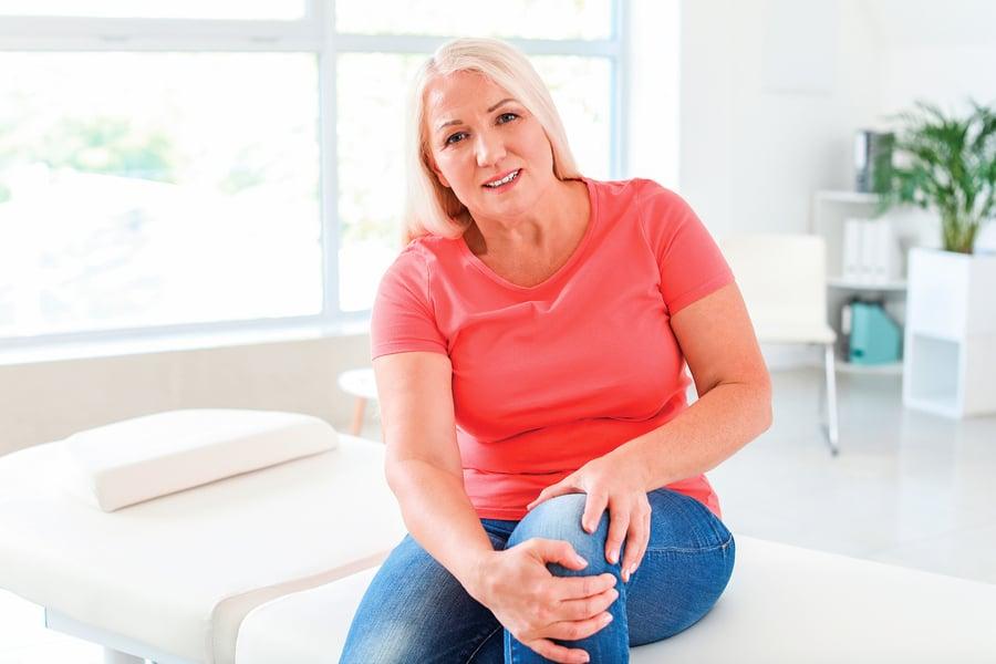膝蓋卡卡、關節疼痛 到底是骨質疏鬆 還是退化性關節炎?