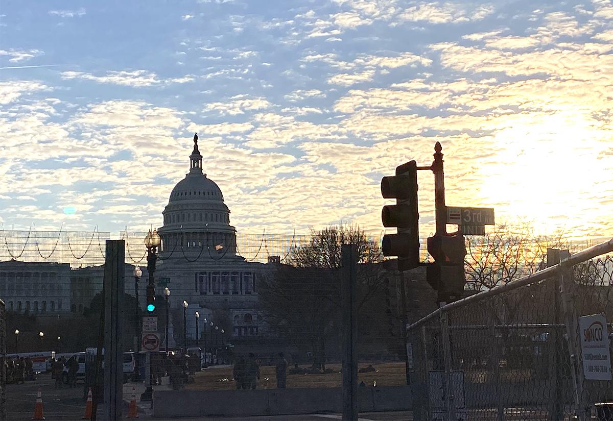 1月21日清晨美國國會大廈日出。(吳芮芮/大紀元)