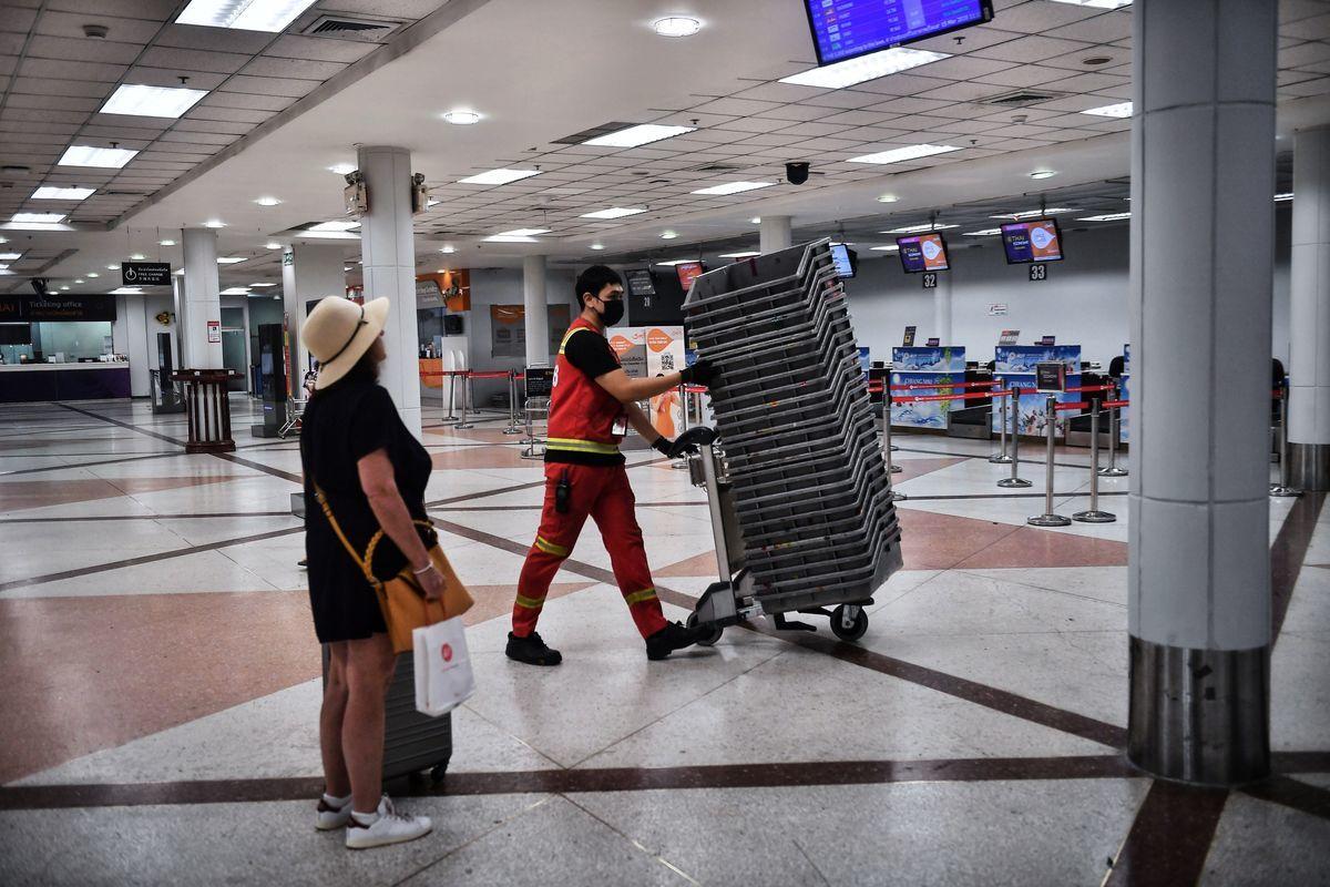 受疫情拖累泰國旅遊業遭重創,上季度清邁僅錄得1次國際航班飛機升降。(LILLIAN SUWANRUMPHA/AFP via Getty Images)