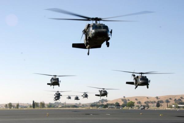 將升級阿帕奇與黑鷹直升機引擎。(美國國防部圖片)