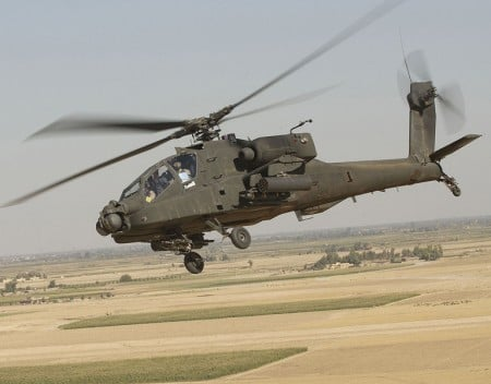 美國AH-64 阿帕奇武裝直升機。(維基百科)