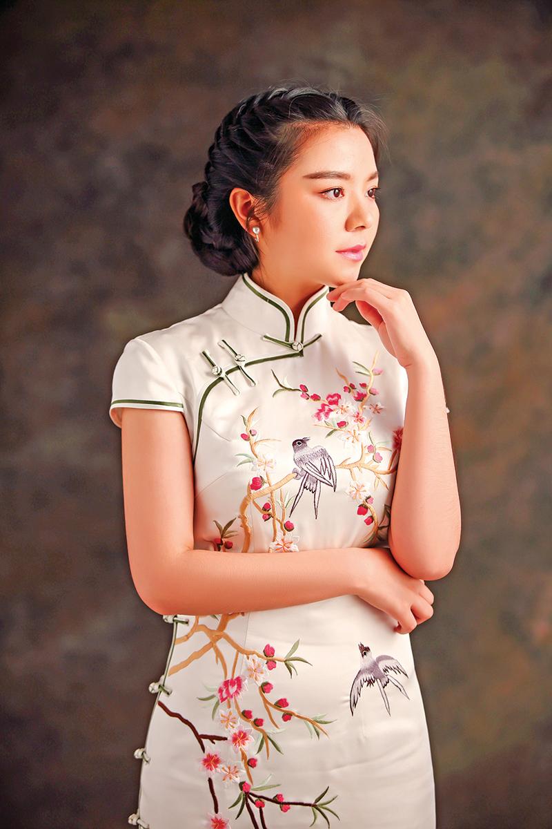 中華文化尚方圓,表現在旗袍這兒,就是線條的柔中有剛、剛中有柔。