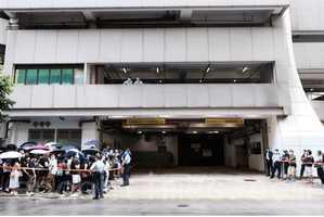 港去年七一刺警案三被告 被加控暴動罪