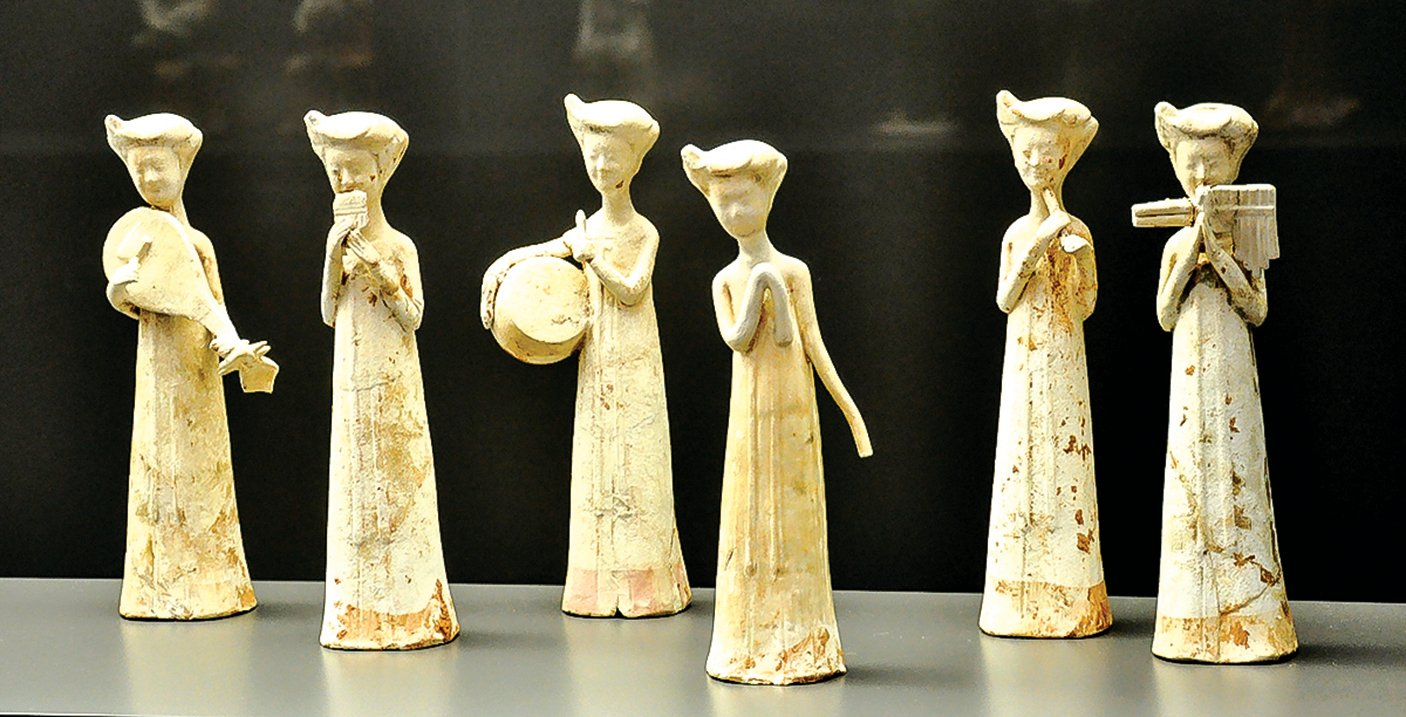 隋朝女樂師陶俑,瑞士雷特伯格博物館(Museum of Rietberg)館藏。 (公有領域)