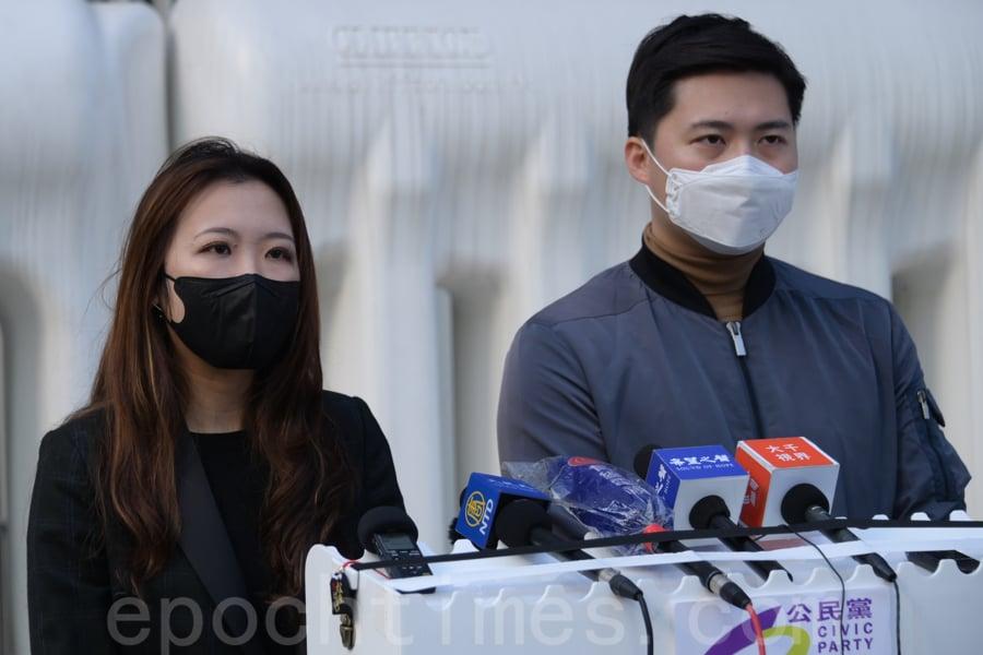香港公民黨27日在立法會外召開例行記者會上,批評政府「封區」做法差劣,質疑不具科學理據,甚至「妖魔化」相關區域,建議政府彌補受影響商戶的經濟受損。(郭威利/大紀元)