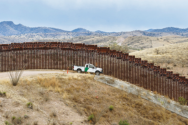 拜登剛上任就停止修建美墨邊境牆。紐約人多數認為需要有牆。(ARIANA DREHSLER / Getty Image)