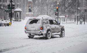 美中西部被大雪覆蓋交通受阻