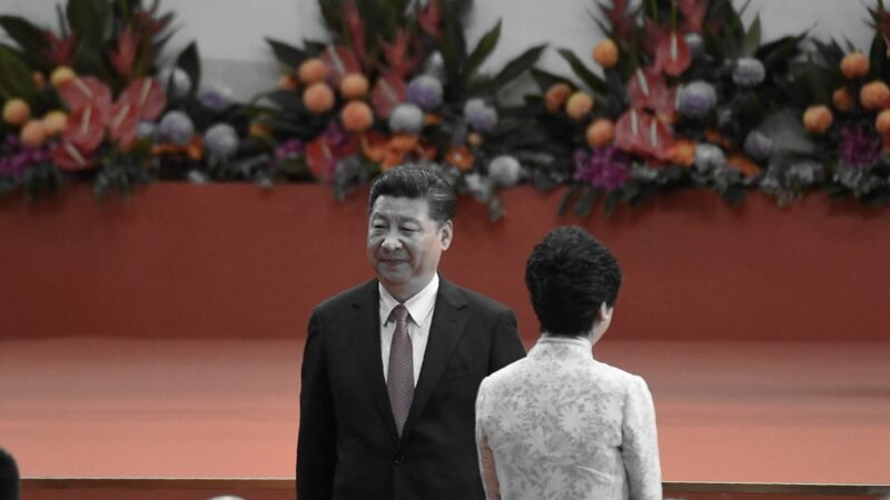 分析人士說,效命中共強權的林鄭已經眾叛親離。( ANTHONY WALLACE/AFP/Getty Images)
