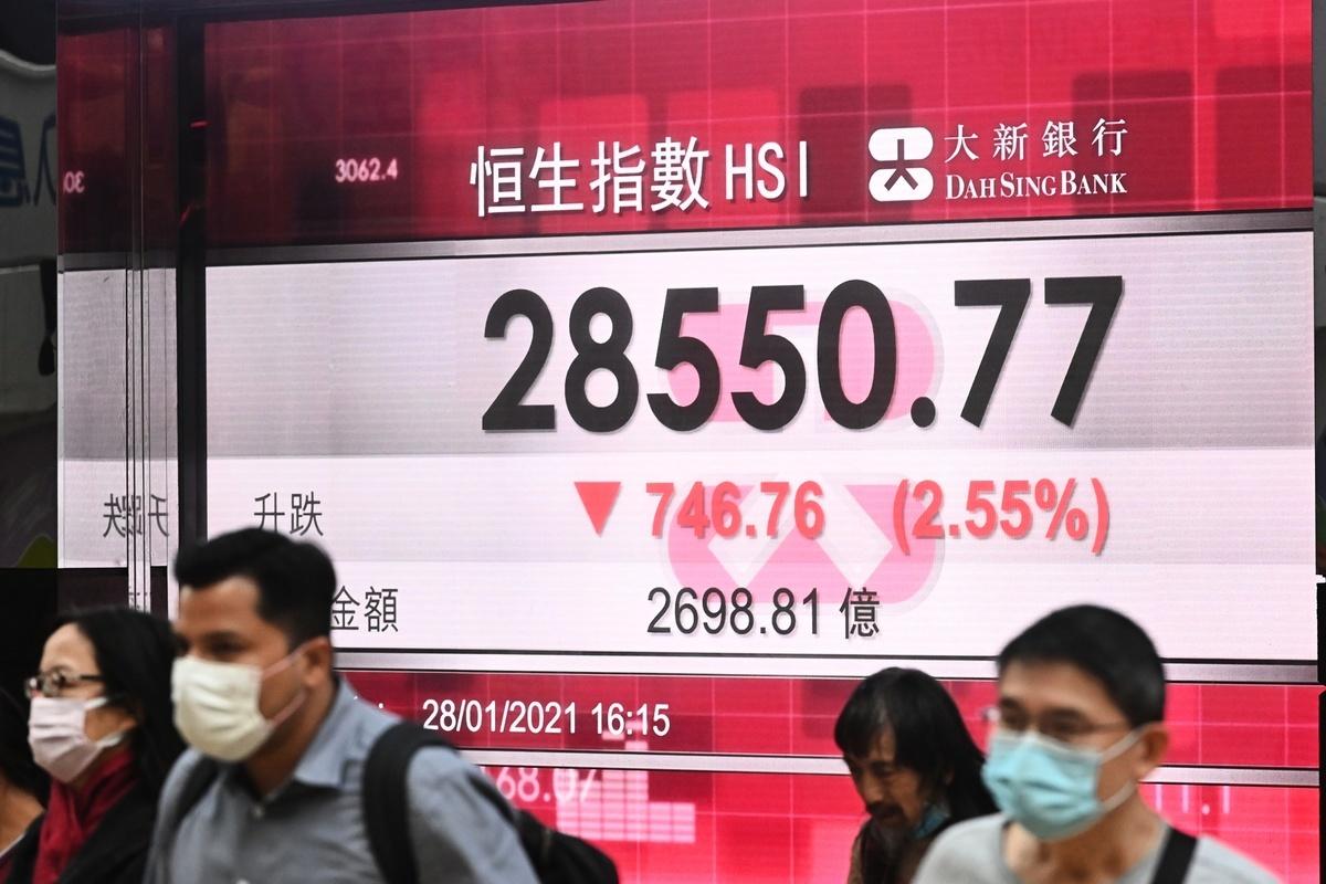 繼周二(1月26日)大跌767點後,今天(28日)再瀉746點,收市接近全日低位,成交額2,698億港元。(宋碧龍/大紀元)