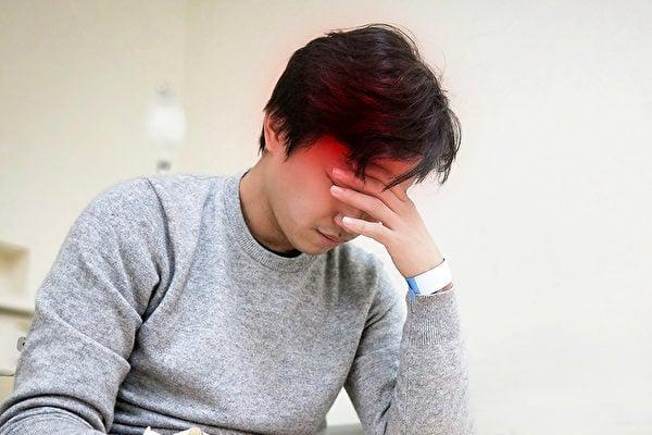 寒流來襲時,腦中風容易發作,心臟病、糖尿病、高血壓等患者更要做好保暖準備。(Shutterstock)