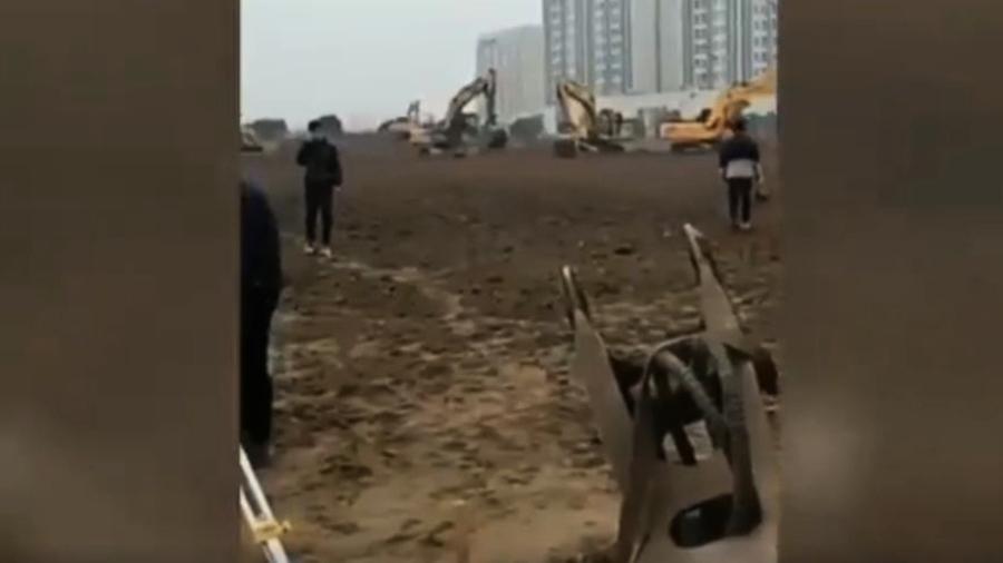 上海密建大型方艙醫院 兩小區居民異地隔離