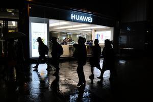 華為跌出全球前5名 美制裁讓其手機出貨量挫43%