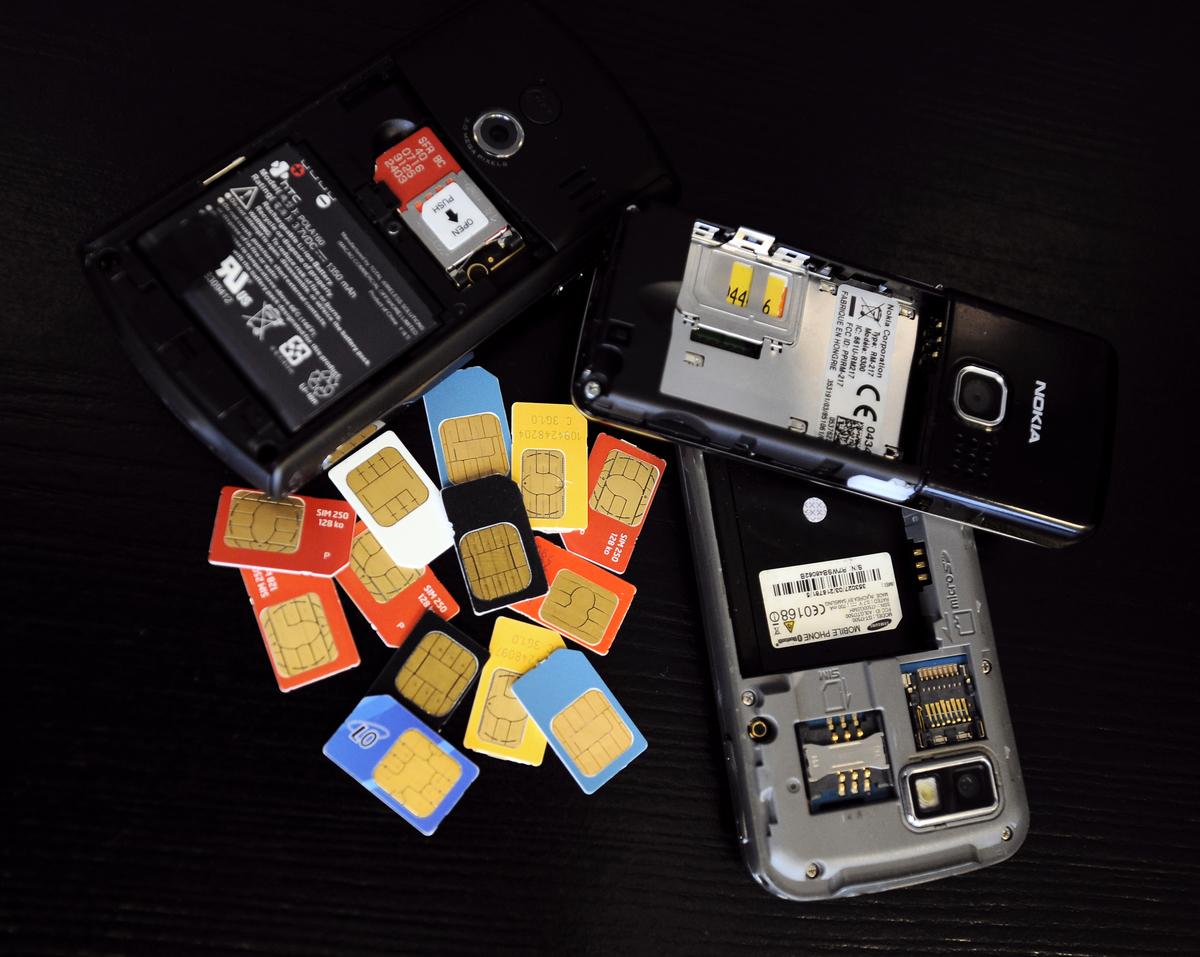 1月29日,港府公佈將實施手機卡實名制。( ETIENNE LAURENT/AFP via Getty Images)