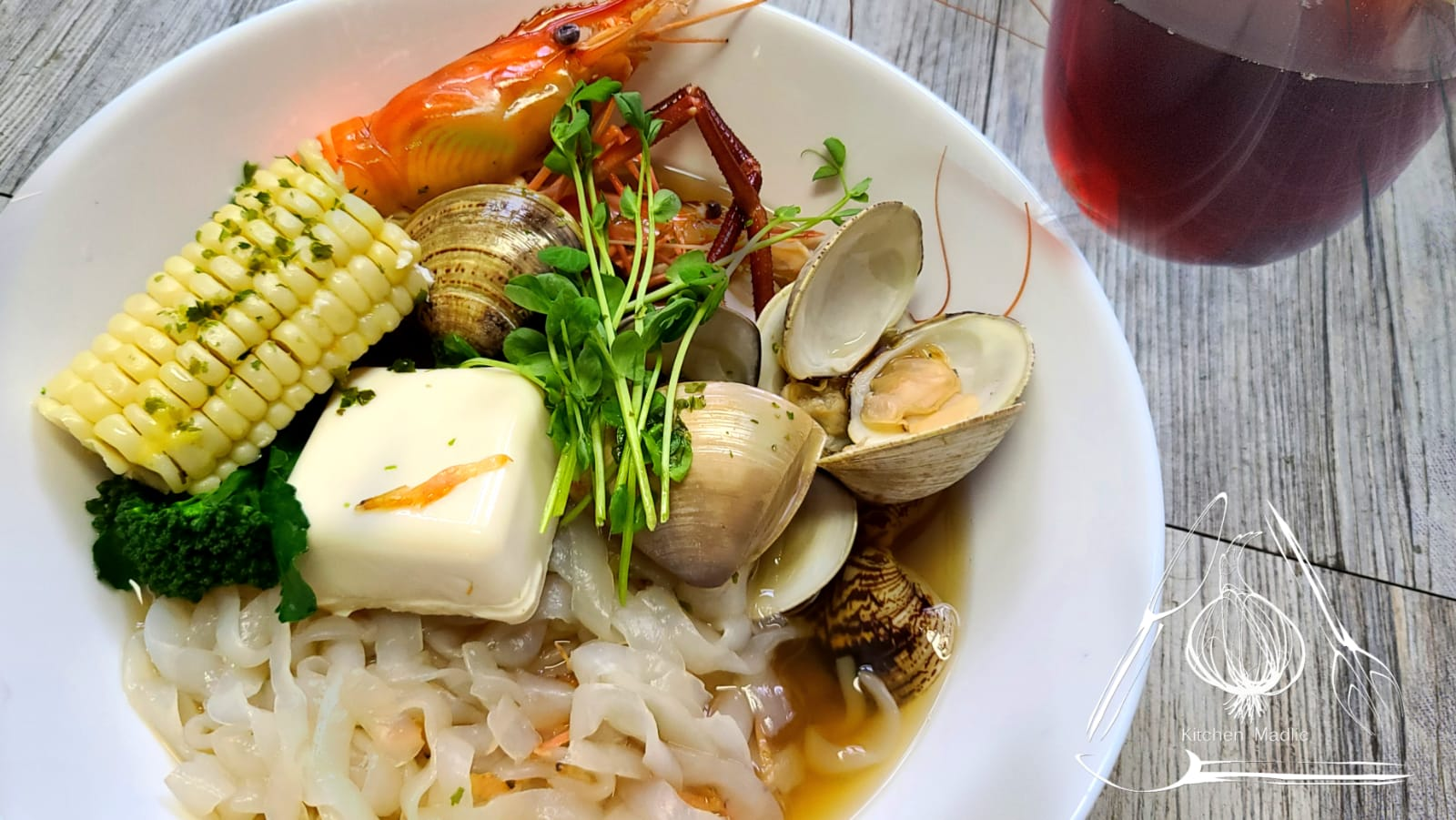 日式昆布湯海鮮蒟蒻寬麵。(Kitchen Madlic提供)
