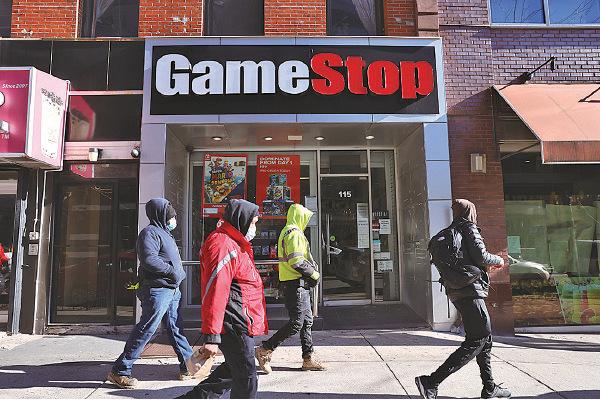 GameStop主要出售遊戲機的硬件和軟件,在美國有很多門市。圖為紐約市一間店舖。(Spencer Platt/Getty Images)