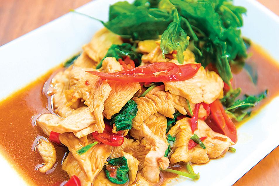 中式炒肉絲在熱炒前,肉絲必須先醃漬過。