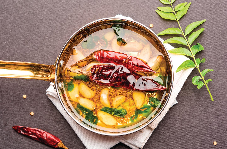 印度廚師擅長在高油溫下加入香料或香草烹煮,以熱油提取香味。