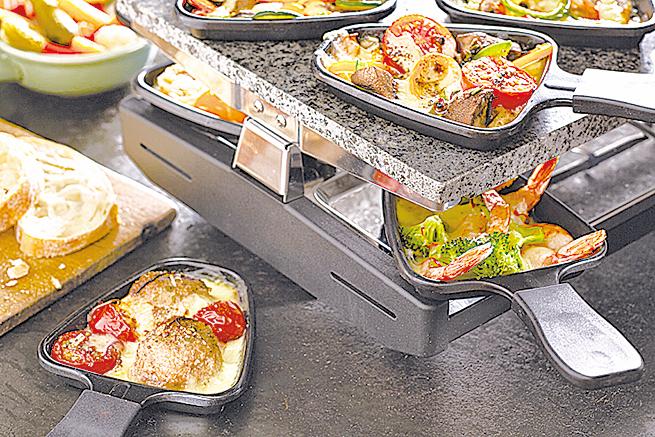 附有多個小鏟子的烤盤,趣味又好用。