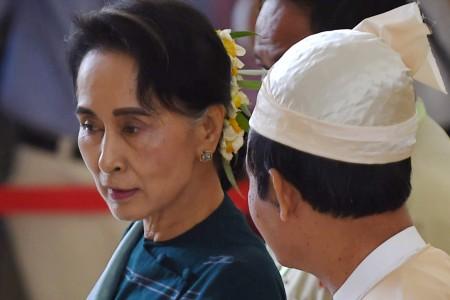 當地時間2021年2月1日,緬甸領導人昂山素姬被軍方扣押。圖左為昂山素姬(Aung San Suu Kyi)。(AFP/Getty Images)