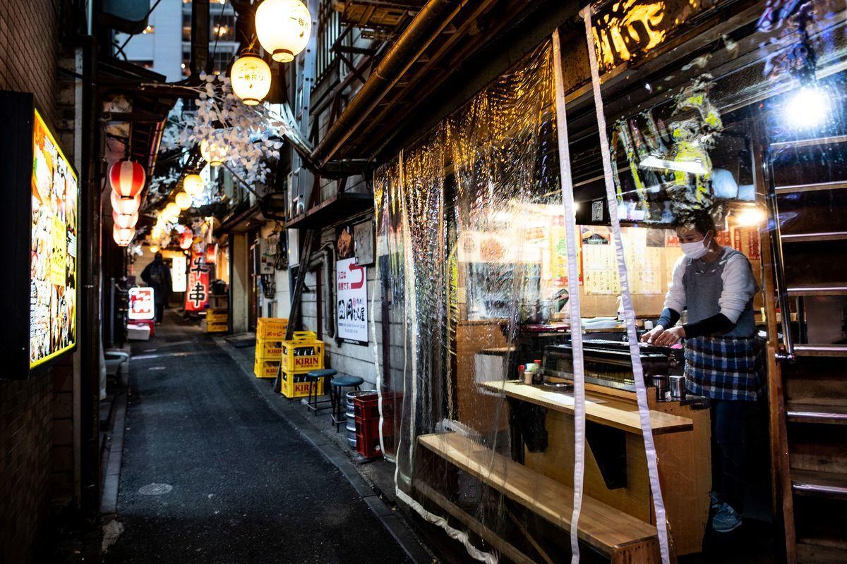 受疫情影響,日本2020年有842家餐廳宣佈破產,刷歷史新高。(PHILIP FONG/AFP via Getty Images)