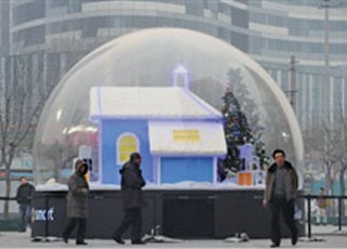 中國經濟的「增長」被外界視為很大程度上是以信貸規模更快速地被吹大驅動的,而泡沫總有破裂的一天。(法新社)