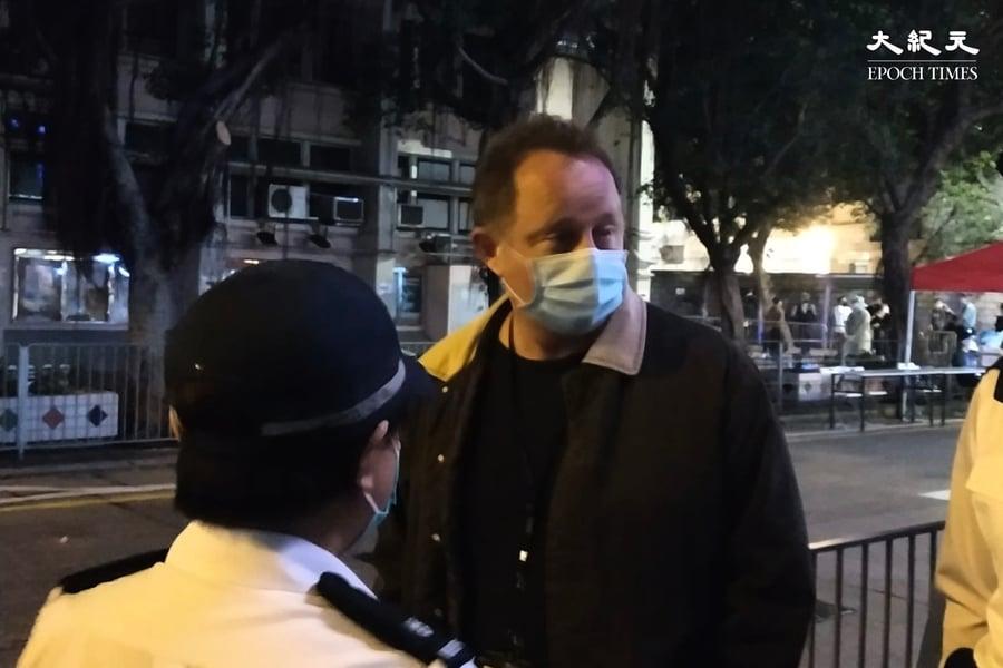 【圖片新聞】港府一晚突擊封四區 指揮官到場視察