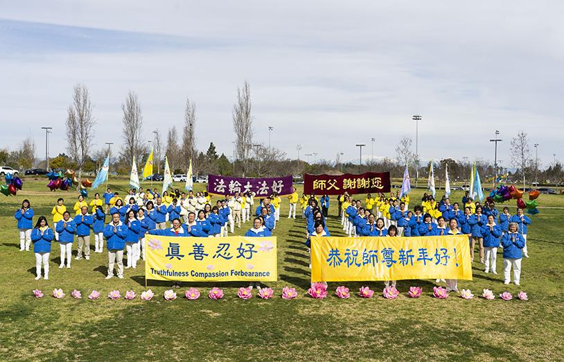 1月31日,中國新年來臨之際,洛杉磯部份法輪功學員向法輪大法創始人李洪志先生拜年。