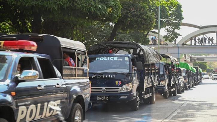 2021年2月1日,緬甸軍方發動政變將緬甸領導人昂山素姬和該國總統拘留。圖為緬甸警車戒備。(STR/AFP via Getty Images)