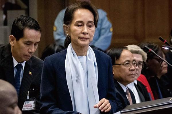 2月1日凌晨,緬甸領導人昂山素姬、總統溫敏等高級官員被軍方帶走扣押。圖為2019年12月11日,昂山素姬在聯合國國際法院。(KOEN VAN WEEL/ANP/AFP via Getty Images)