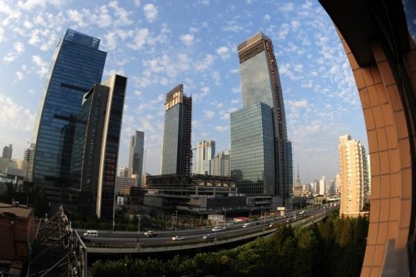 大陸銀行信貸大量流入樓市,抑制了實體經濟的發展。圖為興建中的樓市。(大紀元資料圖片)