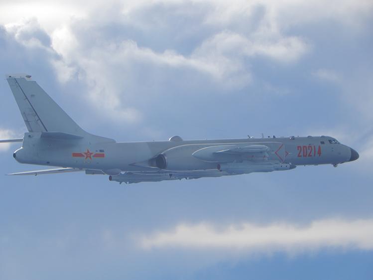 █中共空軍近2年頻派軍機侵擾台灣,日前首度派遣轟炸機、戰機混合機隊擾台,引發兩岸軍事緊張。圖為中共轟-6轟炸機。(國防部提供)