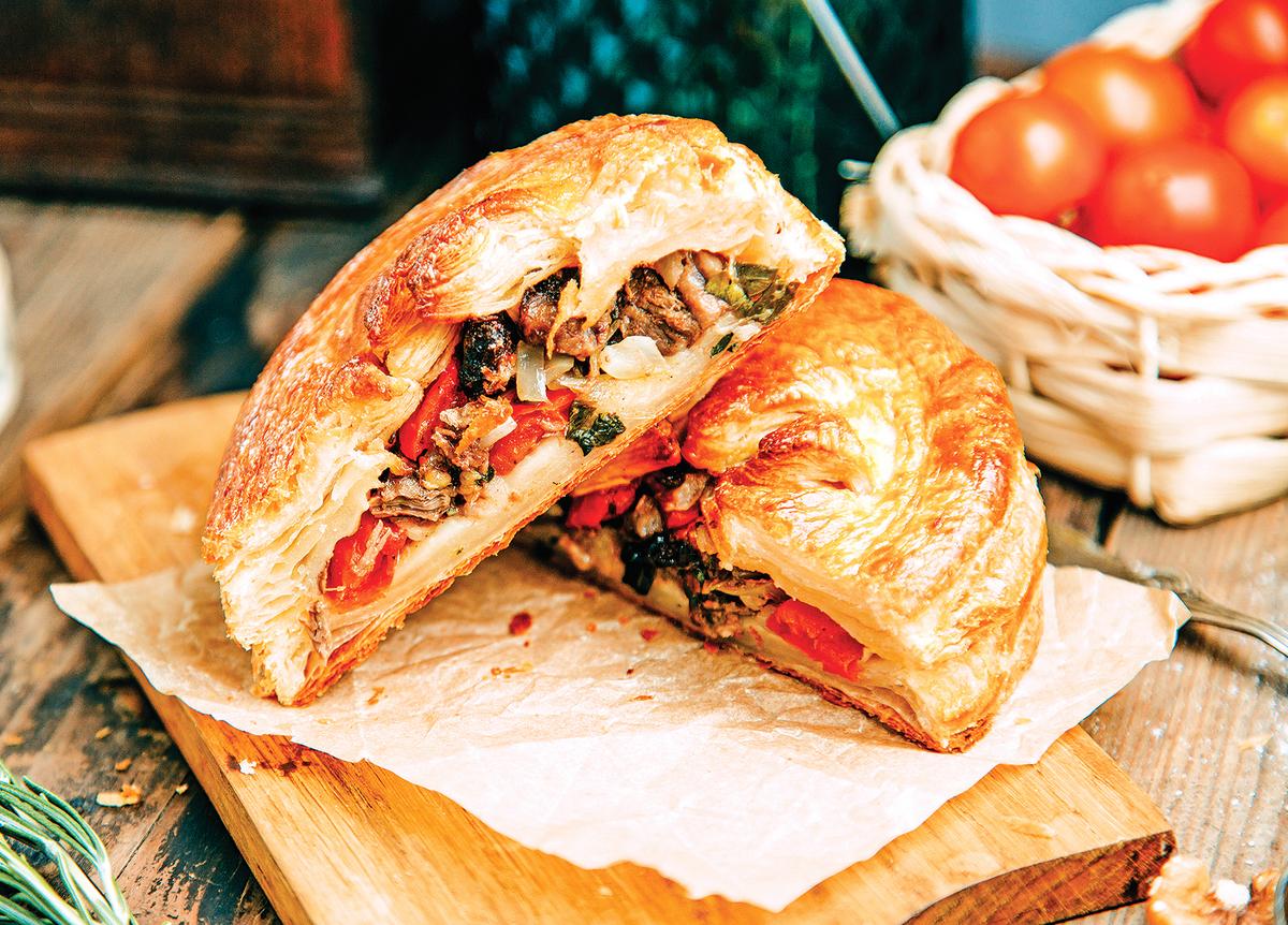 英國非常熱衷派餅,包著餡料的派是英國的傳統美食。