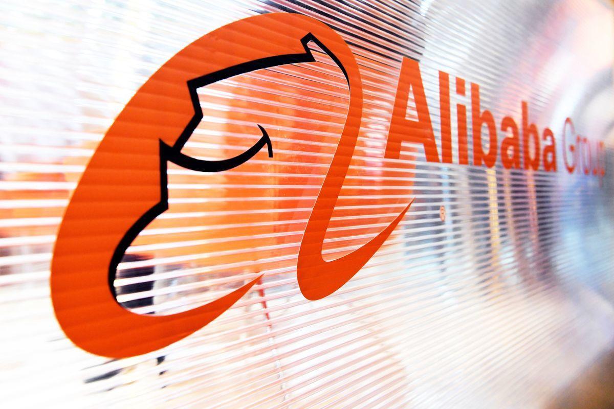 業績好過預期,但阿里巴巴ADR不升反跌,市場擔憂「反壟斷」調查及馬雲本人情況。(ALAIN JOCARD/AFP via Getty Images)