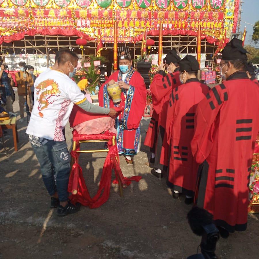 太平清醮「取水」儀式。(Ernest Tsang 提供)