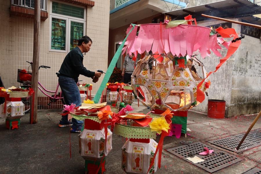 橫洲楊屋村黃曆正月十六的「化燈」儀式。(溫佐治提供)